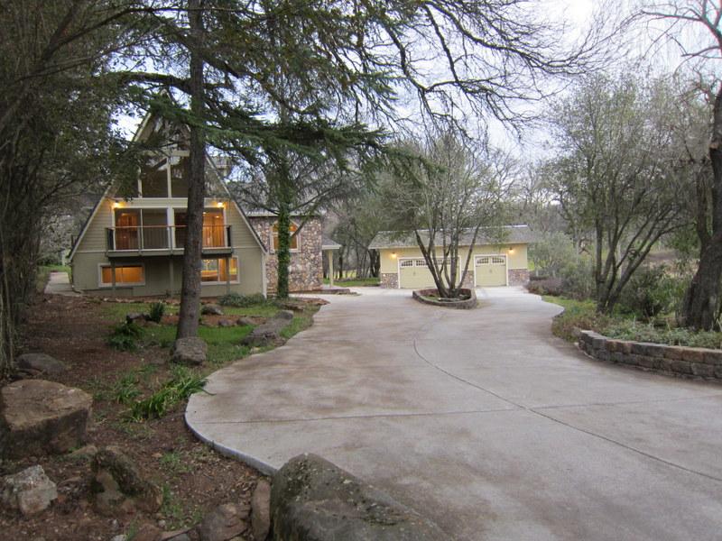 1172 Lavendar Ct driveway