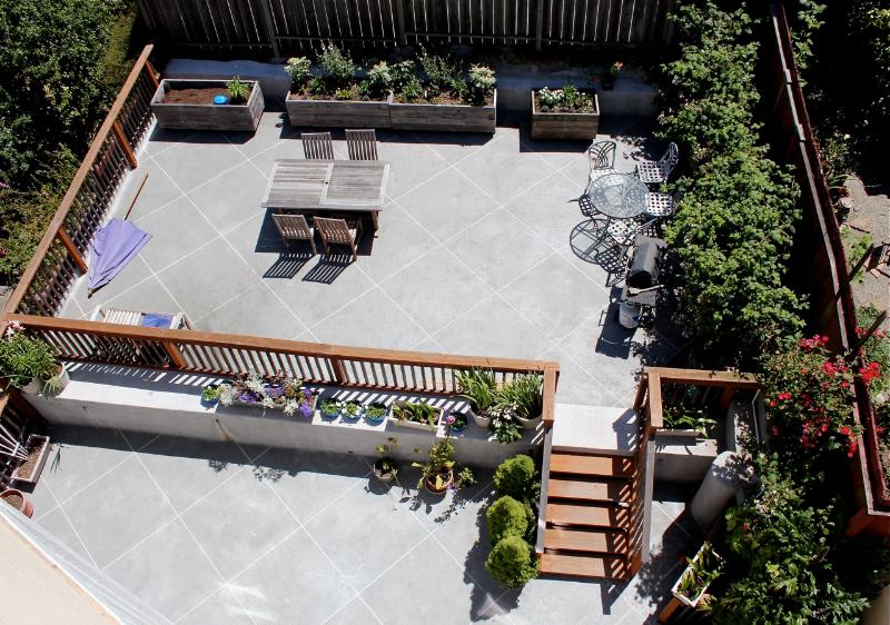 1530 Jones Street patio picture