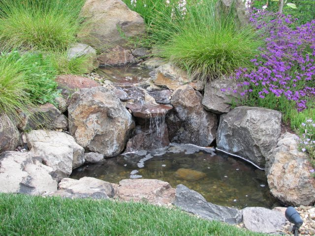 3708 Crown Hill Dr fountain picture