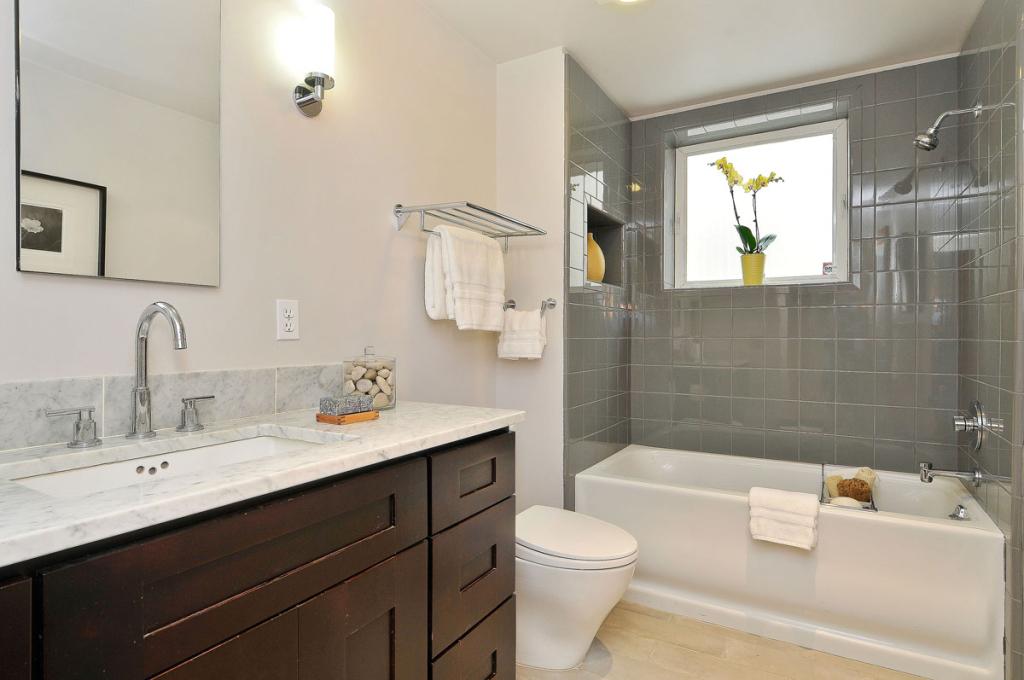 4516 Montgomery St - Bathroom picture