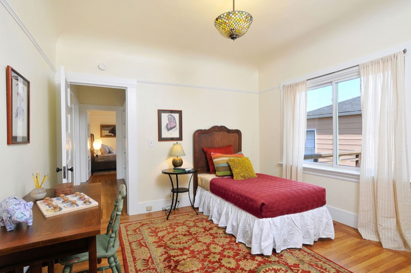 476 59th St - bedroom picture