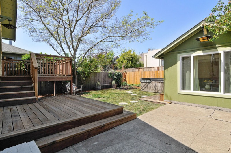 476 59th St - backyard picture