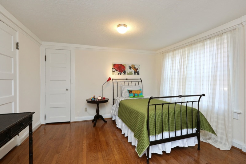 477 59th - Back bedroom picture