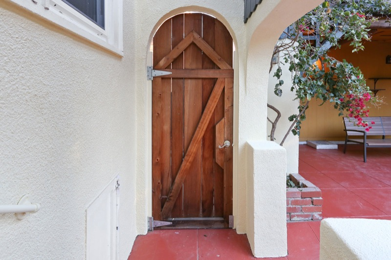 477 59th - Back gate picture